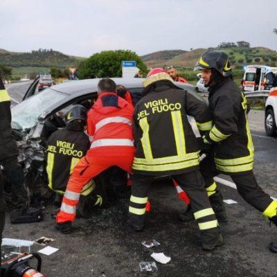 Crotone: Incidente lungo la SS 107, quattro i feriti