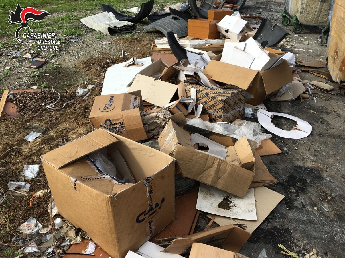 Crotone: Officina meccanica abbandonava rifiuti speciali ...