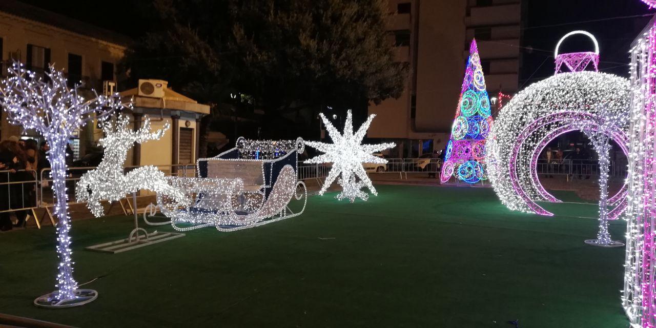 Come Creare Una Renna Luminosa crotone, luminarie natalizie: una festa di luce invade