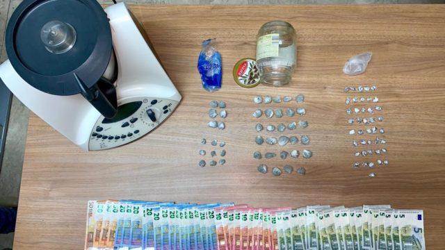 I carabinieri di Isola Capo Rizzuto (KR) hanno arrestato un 20enne del posto per detenzione ai fini di spaccio di sostanze stupefacenti