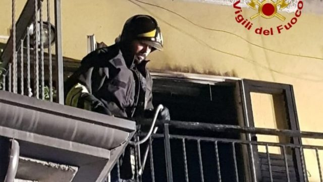 Incendio in un'abitazione di Foresta di Petilia Policastro (KR), fatta evacuare famiglia