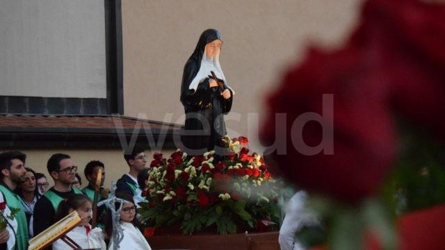 Crotone, rinnovata nella chiesa di Santa Rita la tradizionale benedizione delle rose (fotogallery)