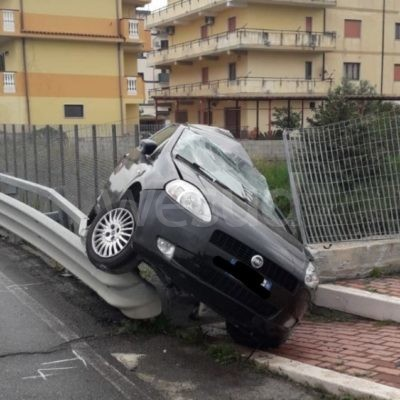Incidente mortale alla periferia di Crotone