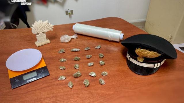 Cutro (KR): aveva dosi di marijuana in casa, arrestato
