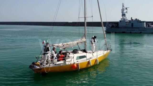 Migranti pakistani sbarcano nel Porto di Crotone