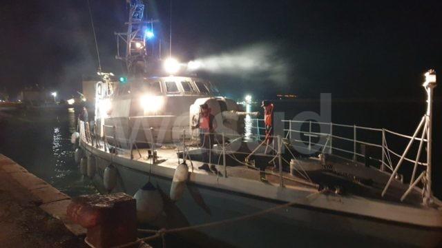 Migranti: sbarcate nel porto di Crotone 58 persone, tra loro un minore