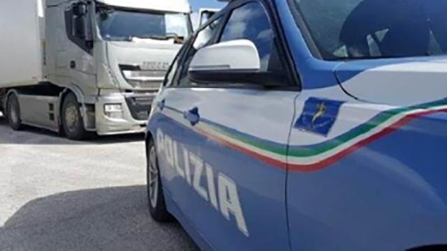 Crotone, altera il cronotachigrafo dell'autocarro con un magnete: multato camionista