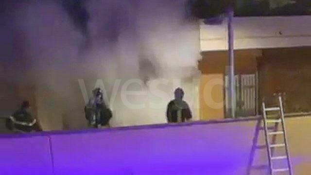 Crotone, gazebo a  fuoco in via Firenze pronto intervento dei Vigili del Fuoco