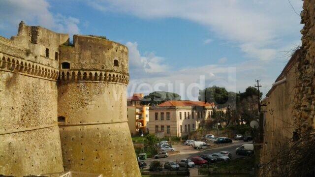 Chiusura Castelli di Crotone e Le Castella: Il Presidente della Camera di Commercio Pugliese lancia un appello per la riapertura