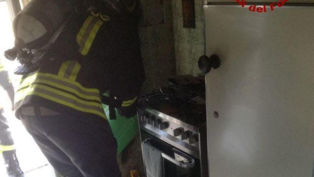 Crotone, incendio in un appartamento nel centro cittadino