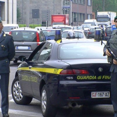 'Ndrangheta, le cosche del crotonese puntavano ai fondi Covid: 8 arresti a Milano