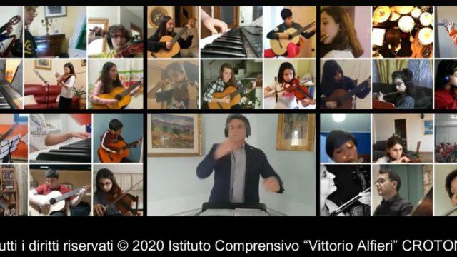 """Crotone, musica e didattica a distanza: gli studenti dell'Istituto Comprensivo """"Vittorio Alfieri"""" eseguono l'Inno di Mameli"""