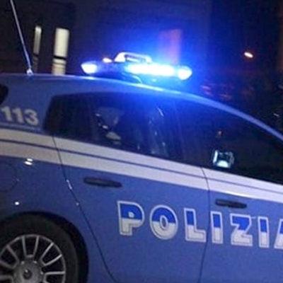 Crotone, aggredisce agenti nel tentativo di fuggire dalla Questura dopo un fermo: arrestato cosentino