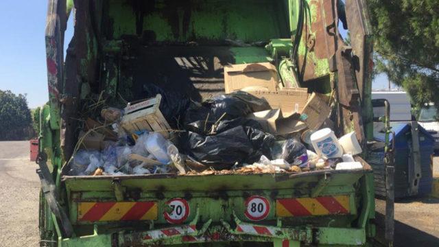 Crotone, emergenza rifiuti: Akrea riprende la raccolta degli Rsu dopo l'ordinanza del Commissario Costantino