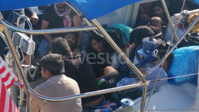 """Lamorgese: """"Abbiamo preso una nave dove far fare la quarantena ai migranti"""""""