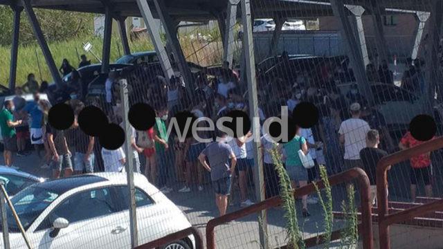 Coronavirus, centinaia di giovani a Soverato e Catanzaro Lido in fila per il tampone