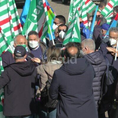 """Sanità in Calabria, mobilitazione dei sindacati davanti alla Regione: """"Subito Commissario"""""""