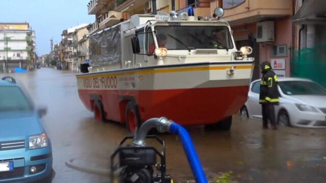 Nubifragio a Ciro' Marina, Metamorfosi avvia raccolta fondi