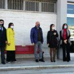 Crotone, collocata una panchina rossa davanti al Palazzo di Giustizia