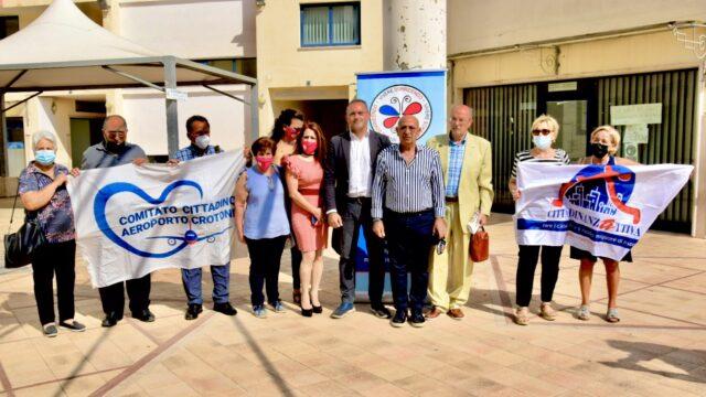 Crotone, diritto alla salute: sit in dell'Associazione Vivere Sorridendo